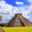 Chichen Itza snake and Kukulkan Mayan pyramid — Stock Photo #5282969