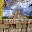 Chichen Itza Tzompantli Wall of Skulls Kukulkan pyramid — Stock Photo