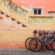 Bicycles on grunge tropical Caribbean orange facade — Stock Photo