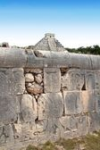 Chichen Itza mayan pok-ta-pok ball court Mexico — Stock Photo