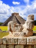 Ancient Chac Mool Chichen Itza figure Mexico — Stock Photo