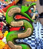 Chichen Itza serpent Mayan snake handcraft Mexico — Stock Photo