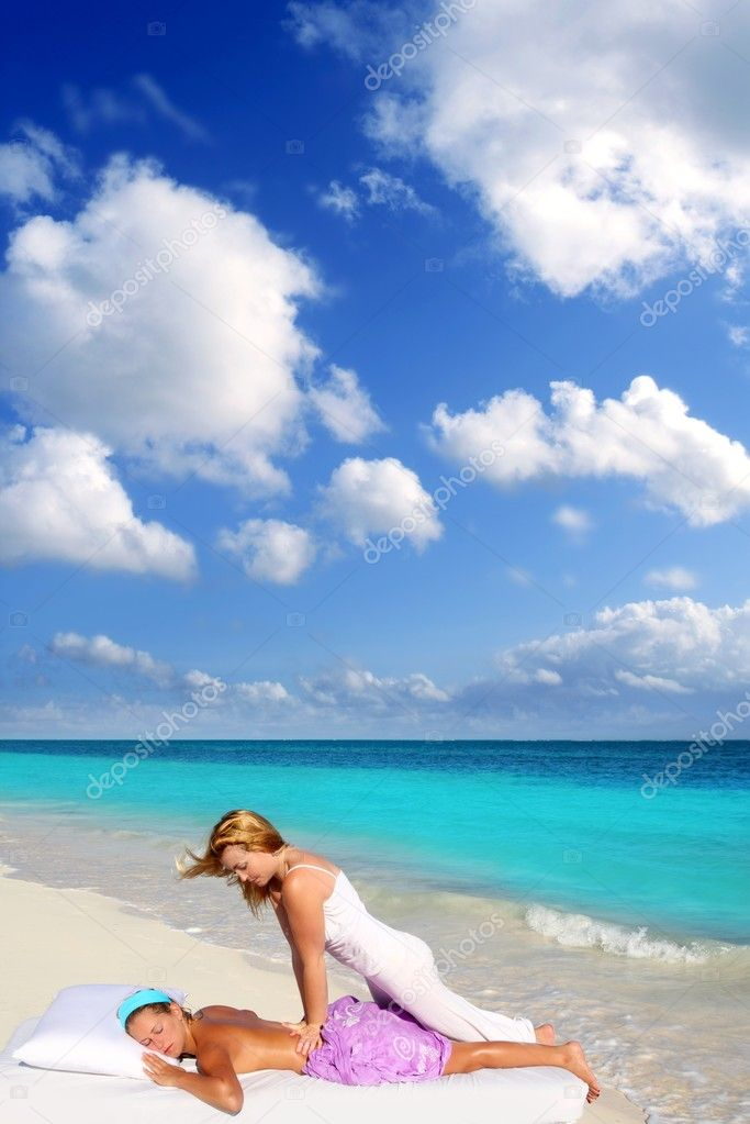 Caribbean beach massage shiatsu waist pressure woman outdoor paradise — Stock Photo #5283709