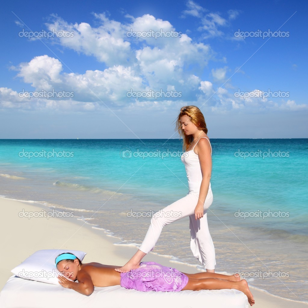 Back walking shiatsu massage Caribbean beach woman paradise landscape — Stock Photo #5283711