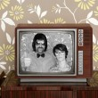 Wood old tv nerd silly couple retro man woman — Foto Stock