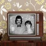 Wood old tv nerd silly couple retro man woman — Stock Photo
