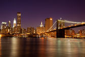 Nova york - manhattan skyline por noite — Foto Stock
