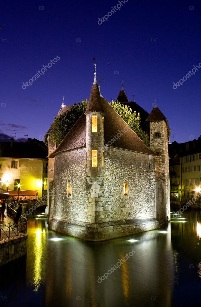Palace of Isle by night at Annecy  in France — Stock Photo #5141545