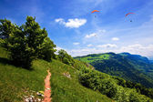Paragliding in the blue sky in summer — Stock Photo