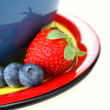 Blueberries and Strawberry — Stock Photo
