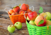Apples and Peaches — Stock Photo