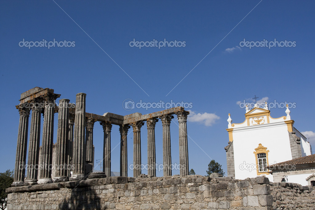 View of the beautiful Temple of Diana, located in Évora, Portugal. — Stock Photo #5225681
