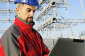 Engineers with laptop in an industrial site — Stockfoto