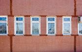 魔女の赤い壁の窓 — ストック写真