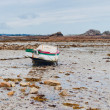 Rowboat at low tide cote Rose — Stock Photo