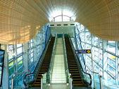 эскалатора на станции метро — Стоковое фото