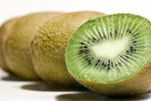 Row of Kiwi fruit — Stock Photo