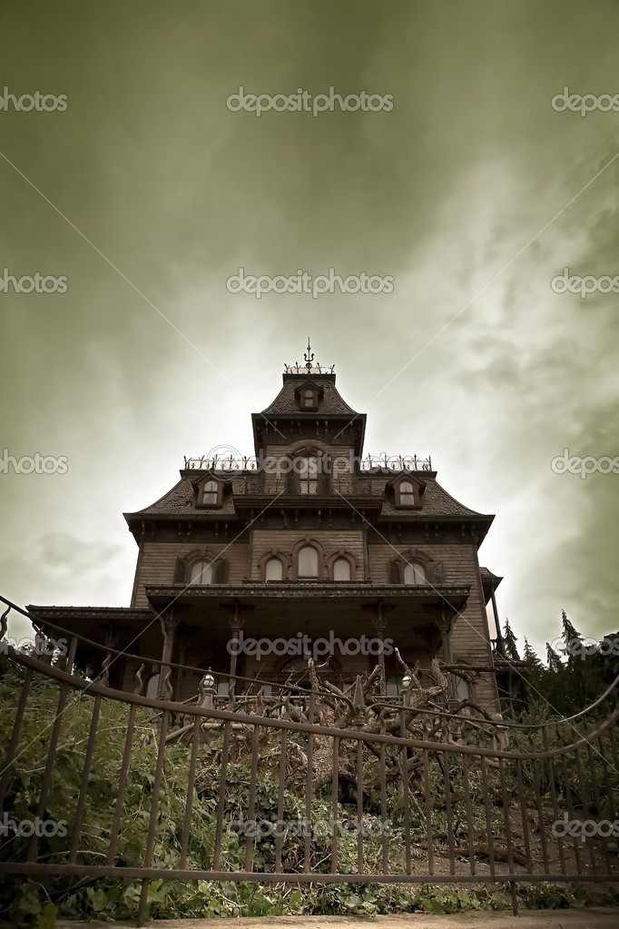 Haunted House on top of a hill.  — Stock Photo #5246192