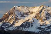 Snötäckta berg — Stockfoto