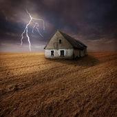 Lightning over farm in field — Stock Photo