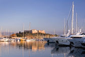 Sailing and motor yachts moored in Antibes — Stock Photo