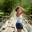 The girl goes on a bridge — Stockfoto