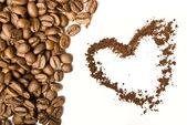 Coffee grains and foffee heart — ストック写真