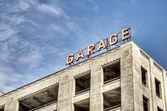 Old sign on an empty garage structure — Stock Photo