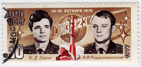 Постер, плакат: Russian astronauts Zydov and Rozdestvenski, холст на подрамнике