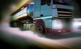 Nákladních aut na silnici pohyb