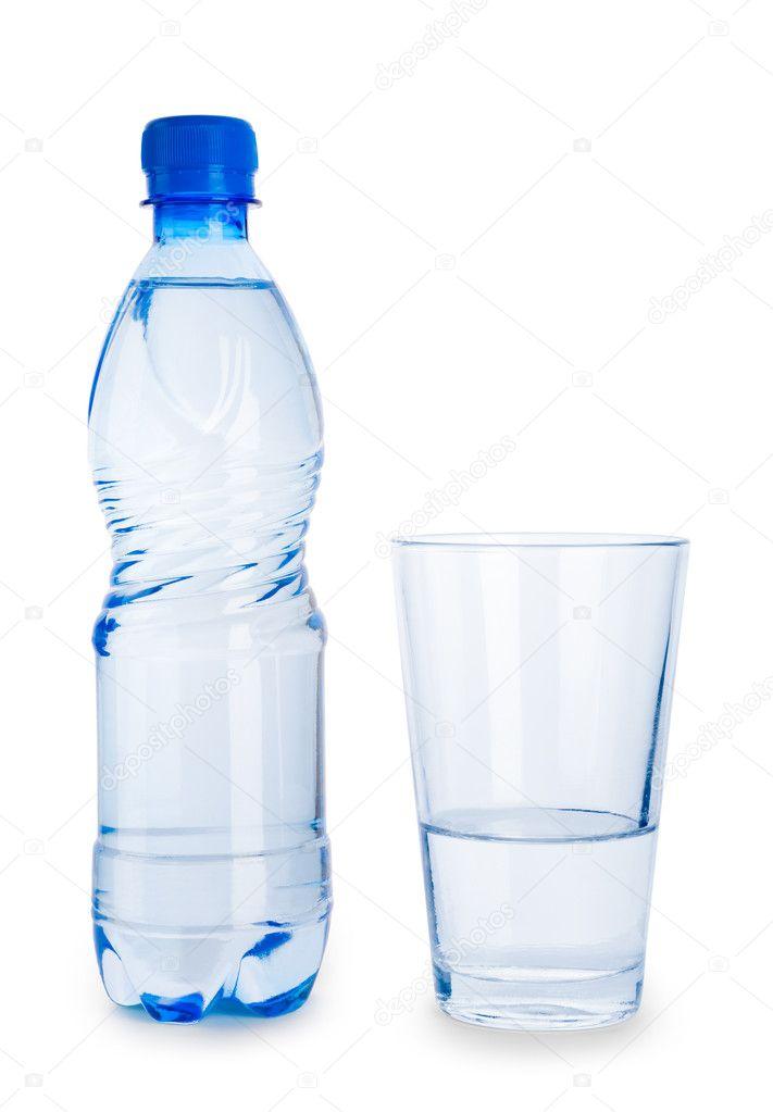 petite bouteille bleue et le verre d 39 eau isol photographie mihalec 5080518. Black Bedroom Furniture Sets. Home Design Ideas
