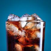 Cola sklo