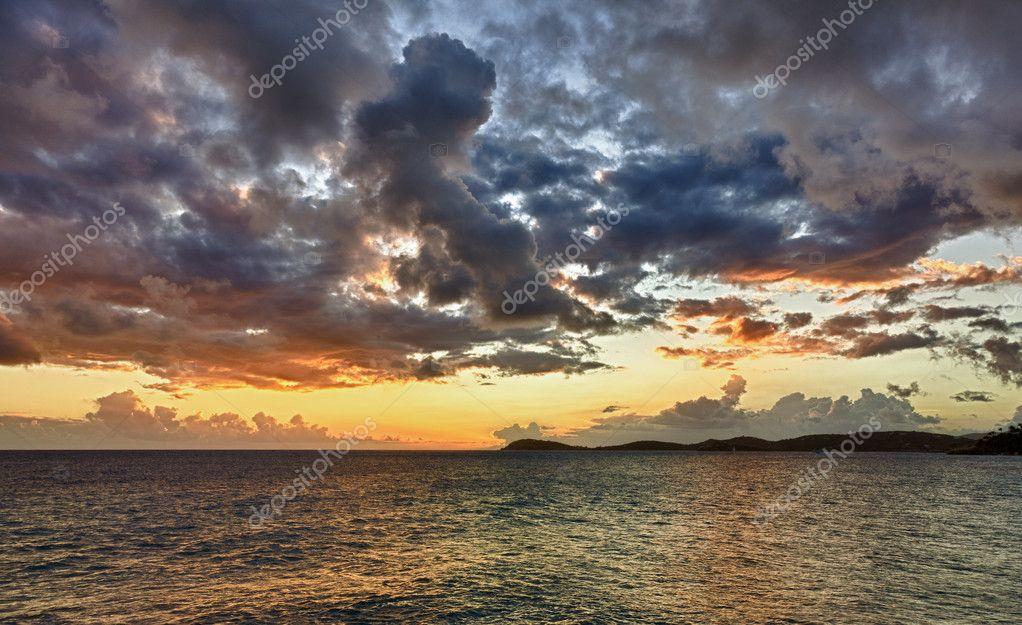 Фотообои Sunset over the ocean