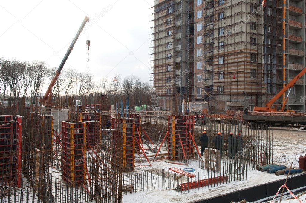 Bau Neuer Häuser. Im Vordergrund Ist Die Grundlage Für Ein Neues Zuhause U2014  Foto Von Artfotoss