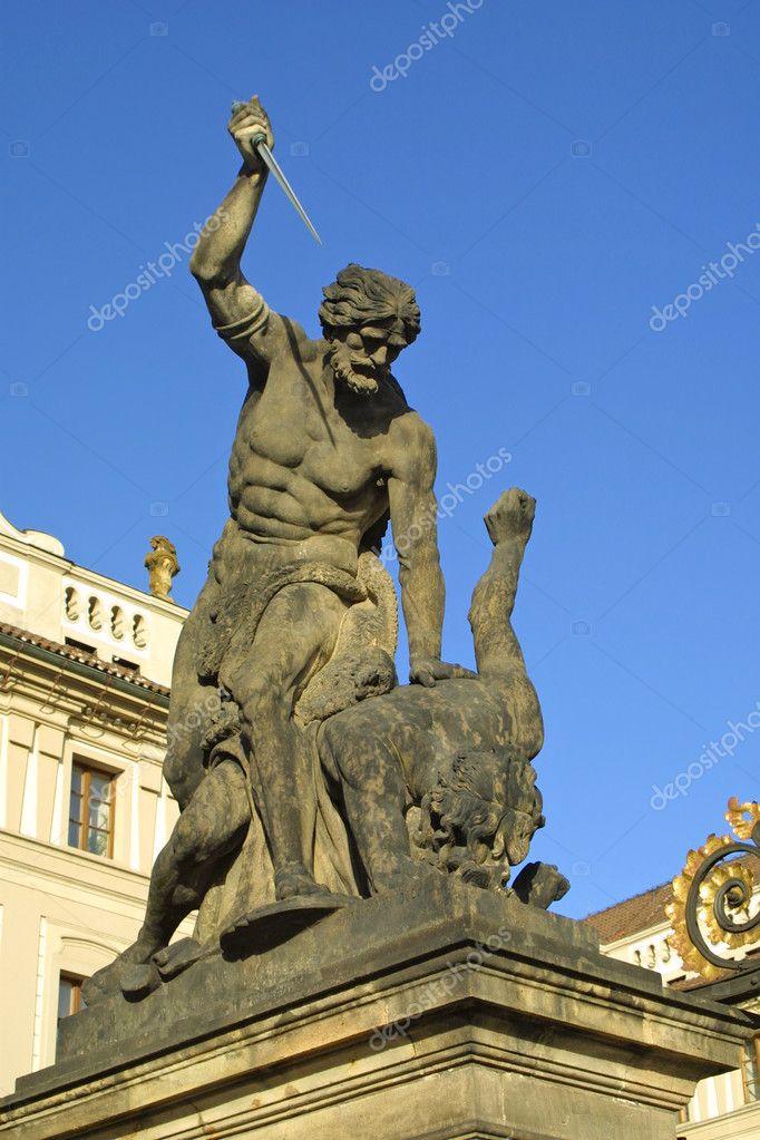 フラドチャニ プラハの城のゲートでタイタンの戦い — ストック写真