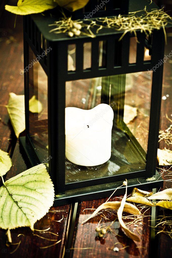 vecchia lanterna e foglie di autunno foto stock lenorlux 3977465. Black Bedroom Furniture Sets. Home Design Ideas