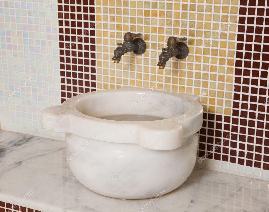 https://static5.depositphotos.com/1000687/504/i/950/depositphotos_5045052-stock-photo-turkish-sauna-accessories.jpg
