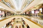 panoramatický pohled na moderní nákupní centrum