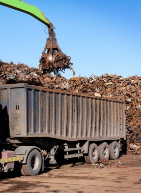 Truck loading with metal scrap