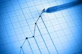 Fotografie pero kreslicí zisk čárový graf