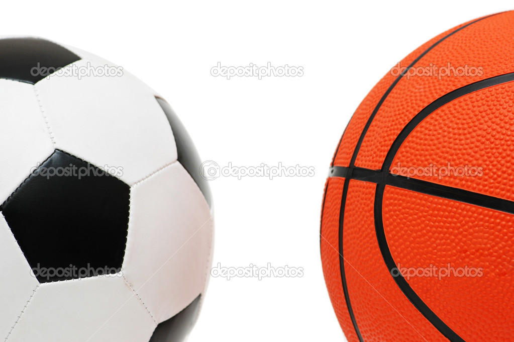 Что лучше футбол или баскетбол