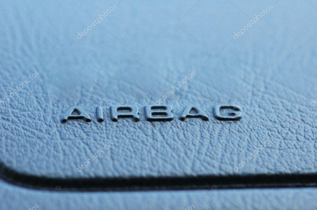 airbag-beschriftung auf dem auto-leder-armaturenbrett — Stockfoto ...