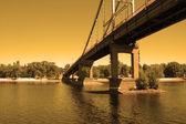 most pfies při západu slunce