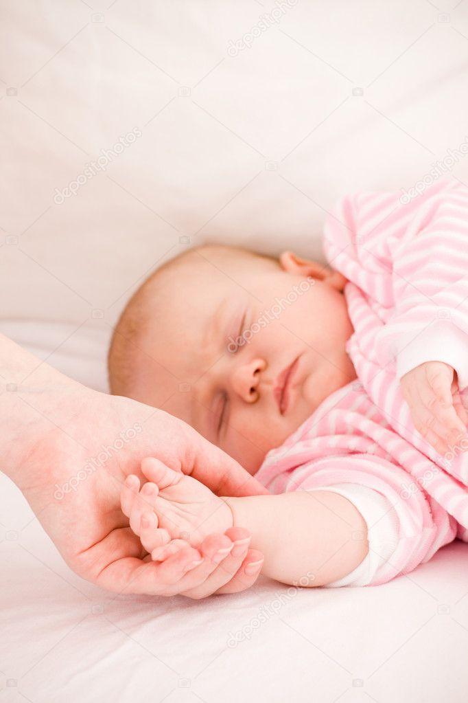 К чему снится спящий ребенок толкование сна, сонник 53