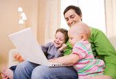 Fotografie Familie mit laptop