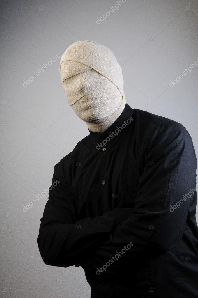 москве, человек невидимка в капьюшенефото смерти папы певец