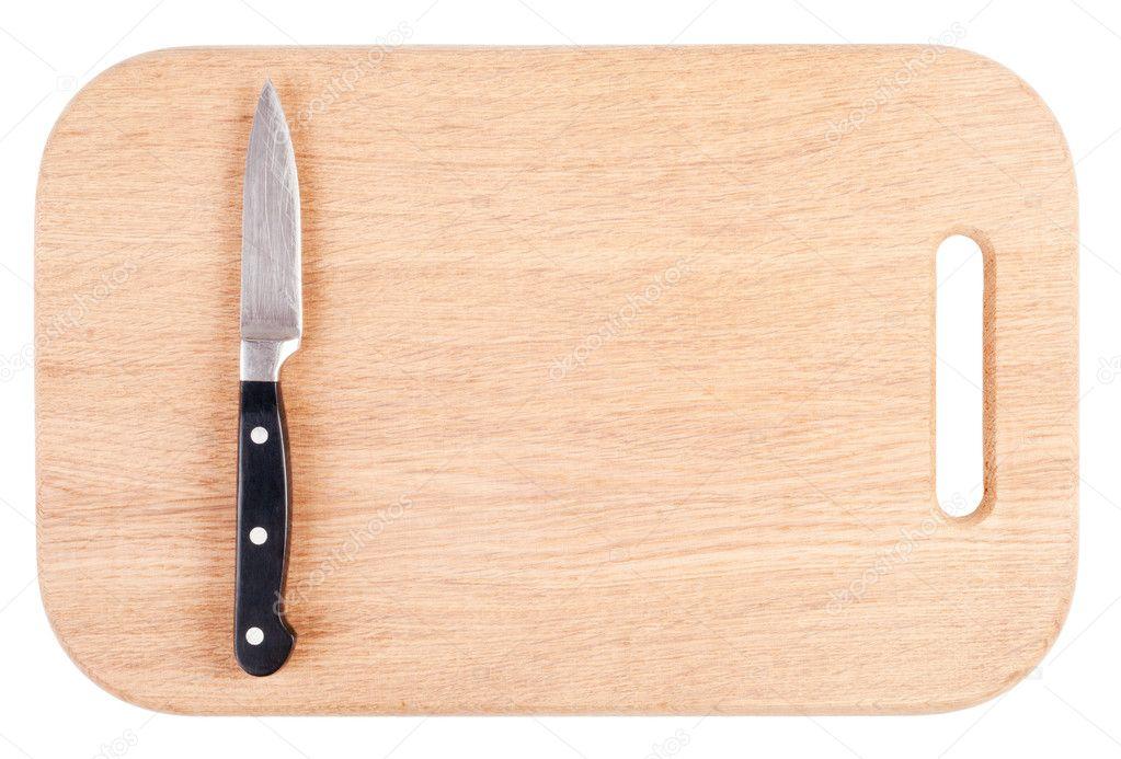 Cuchillo sobre una tabla para picar de madera aislada en for Como hacer una tabla para picar de madera