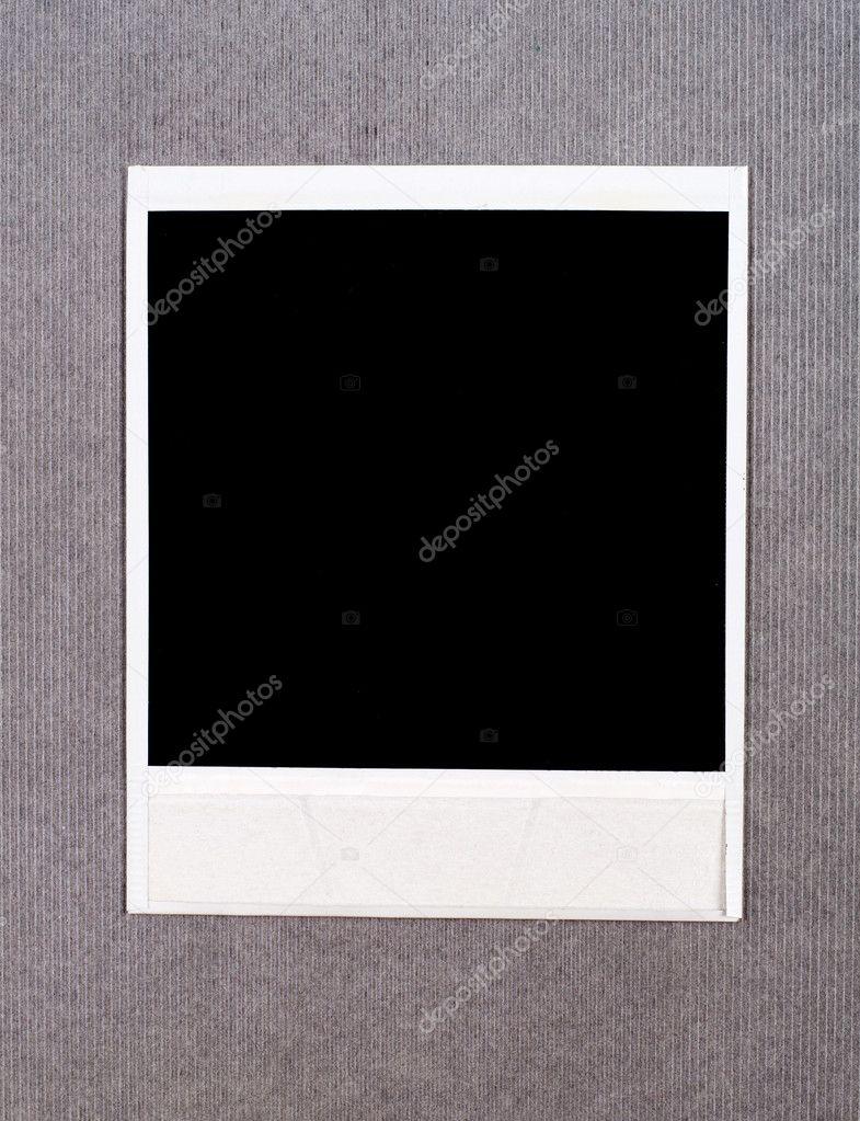 marco de foto instantánea en blanco sobre un fondo de cartón — Fotos ...