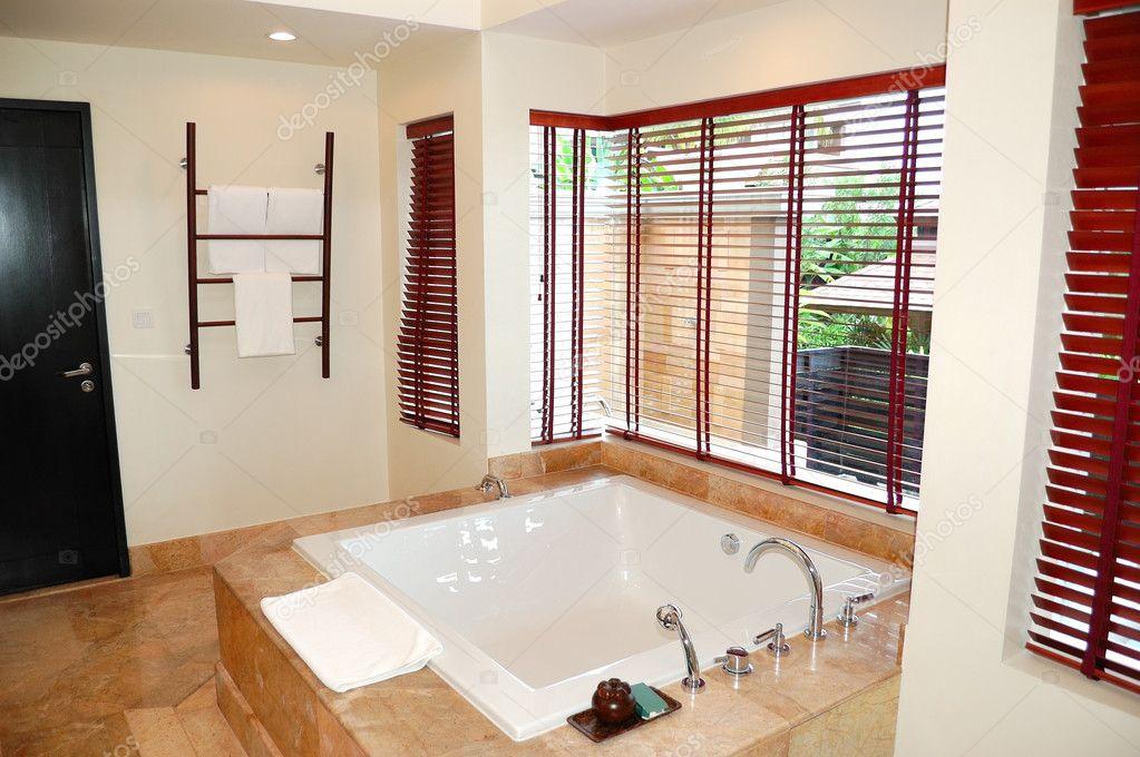 Interno del bagno moderno presso la villa di lusso phuket - Bagno la villa pinarella ...