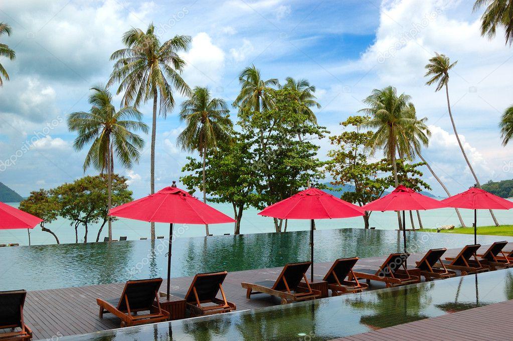 Piscine A Debordement Au Luxueux Hotel Phuket Thailande